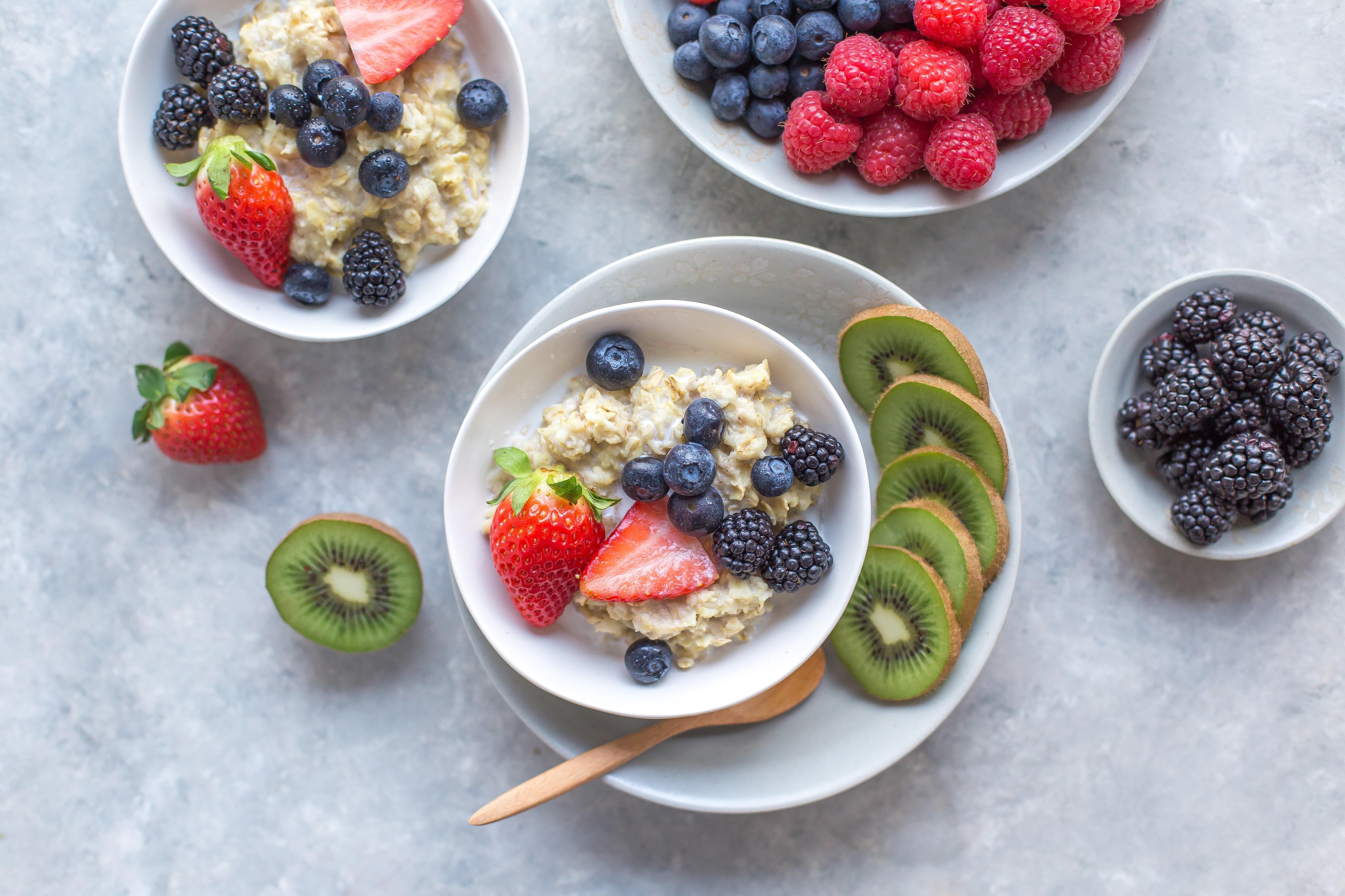 Puedes desayunar dulce o salado, el porridge o gachas de avena es una alternativa estupenda en una dieta antiinflamatoria