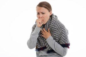 Una infección de vías respiratorias puede ser causa de dolor en el pecho.