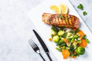 receta fácil de salmón teriyaki con verduras