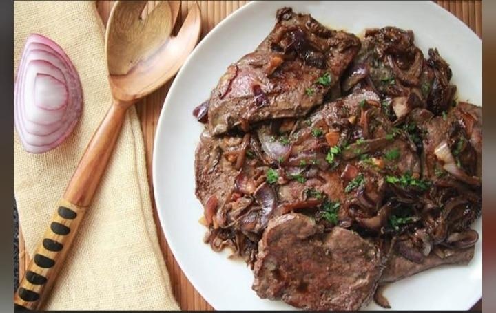 El hígado es el principal alimento con vitamina A preformada. @cocinandoconvanessa en Instagram.