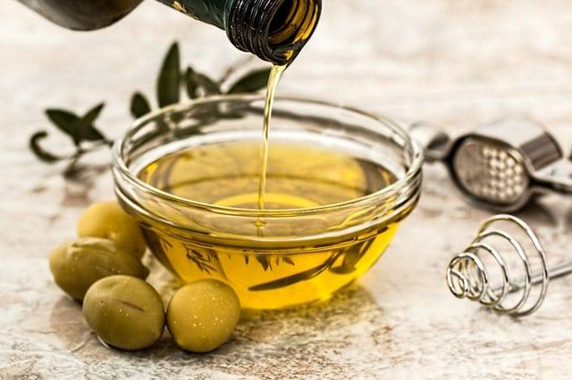 Aceite de oliva: uno de los principales alimentos con vitamina E. -Pixabay.