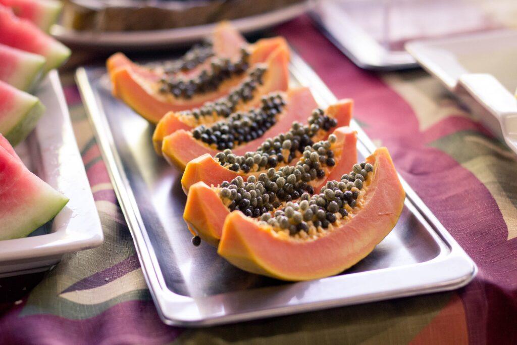 Batidos saludables: papaya con almendras para evitar el estreñimient