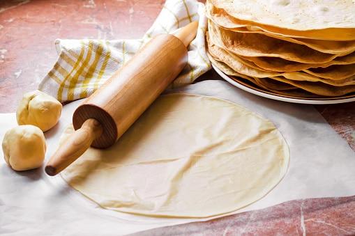 Puedes usar masa o pasta filo para la pastela marroquí