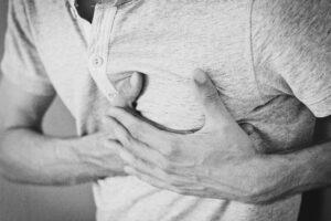 Dolor en el pecho, principal síntoma del síndrome de Takotsubo