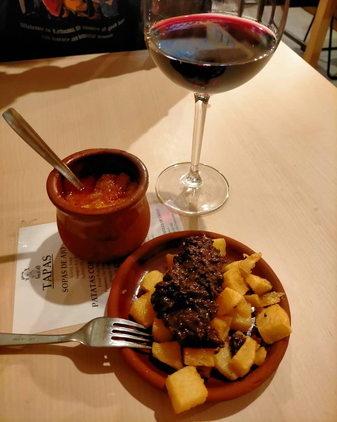 En León (España), a veces se sirve una ración tamaño aperitivo como tapa